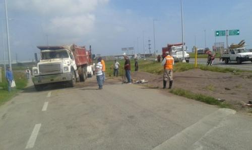 Resultado de imagen para Reportan incendio en oficinas de PEMEX en Altamira Campo Tamaulipas